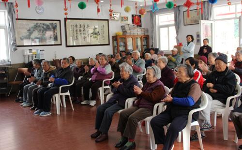 养老院开展大众娱乐活动